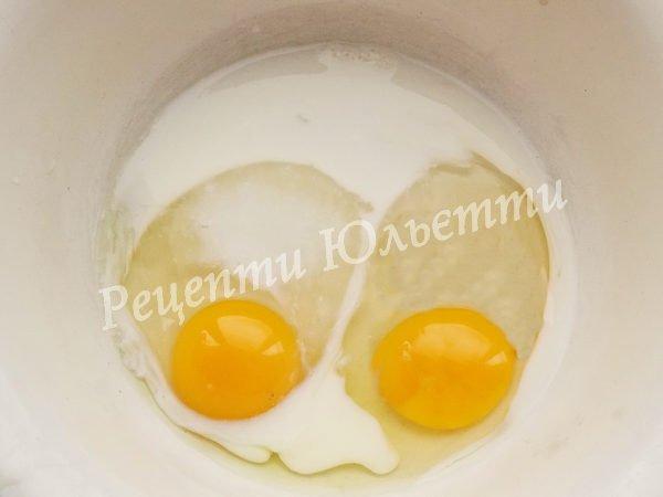 збиваємо яйця і молоко
