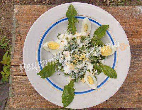 вітамінний салат з листя кульбабки