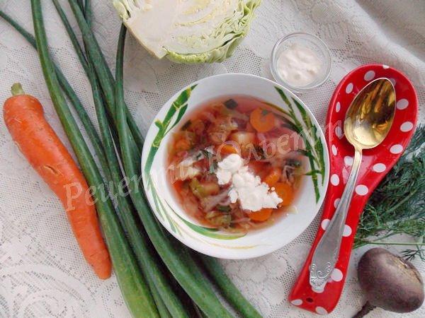 борщ із ранніх овочів