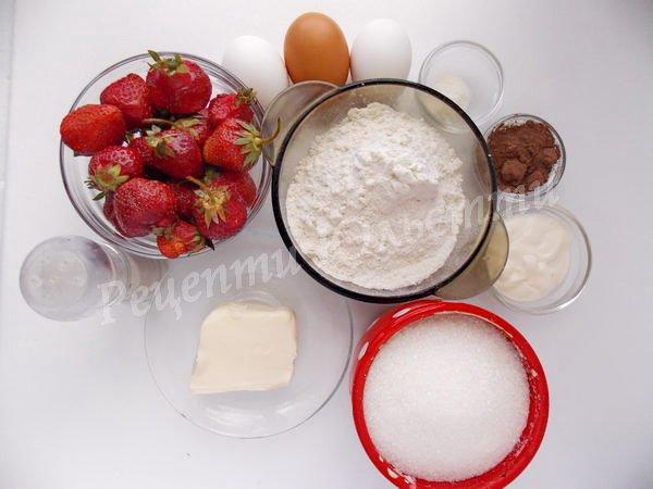 інгредієнти для кексів з полуницею та шоколадом
