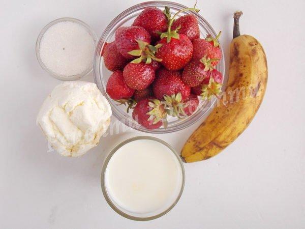 інгредієнти для коктейлю з полуницею та бананом