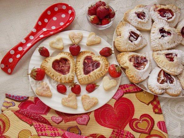 полуничні пиріжки