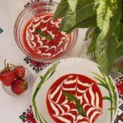 десерт з полуниці та сметани