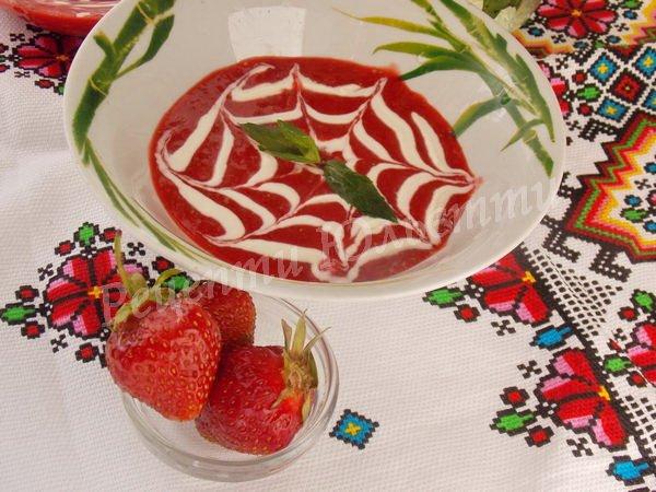 полуничний десерт