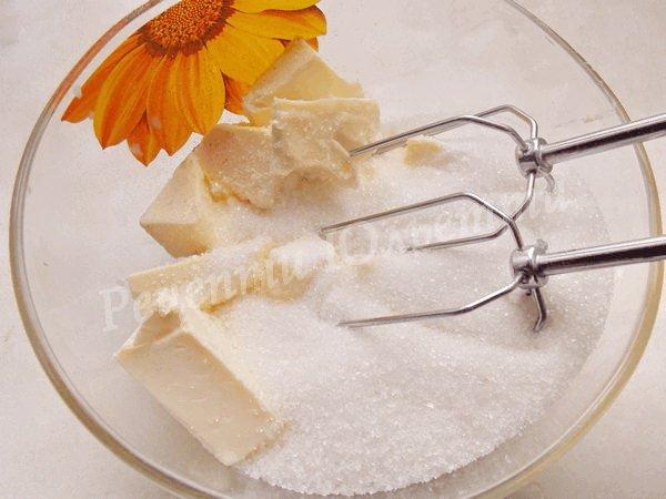 збиваємо масло із цукром