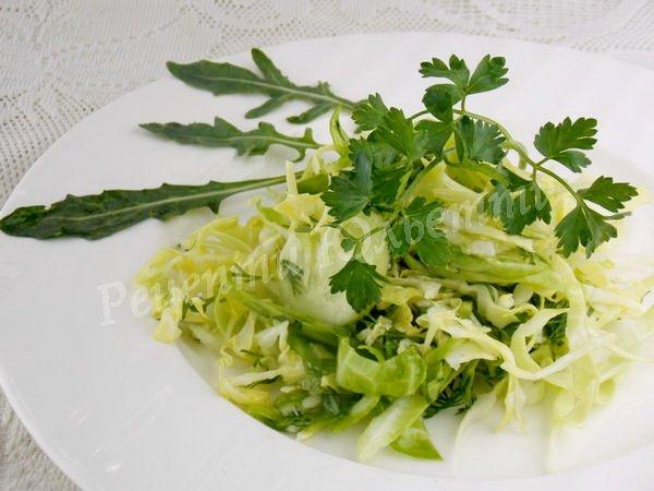 як приготувати салат з молодої капусти
