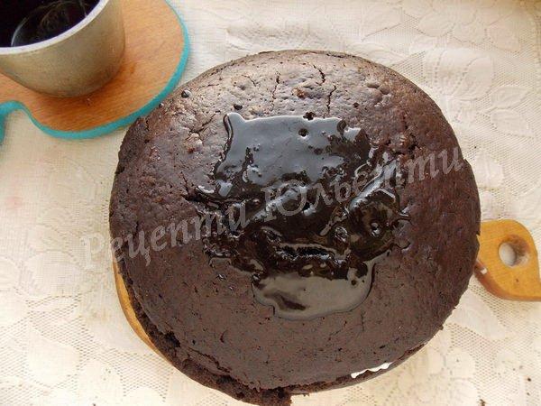 поливаємо торт шоколадною глазур'ю