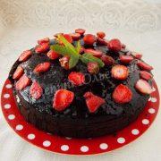 шоколадно-полуничний торт