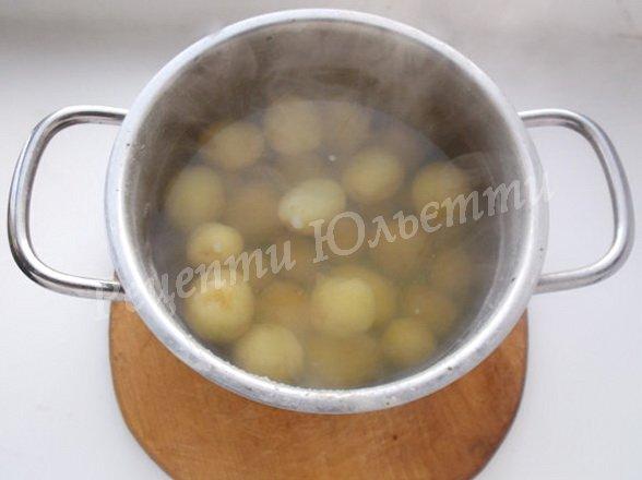 відварюємо молоду картоплю