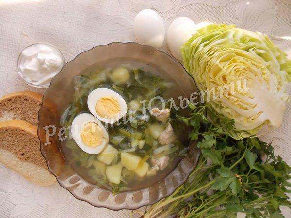 зелений борщ з капустою