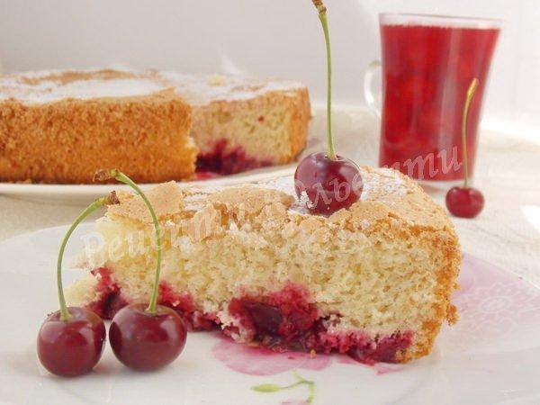 вишневий пиріг із бісквітного тіста