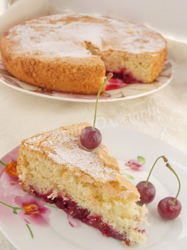 бісквітний вишневий пиріг