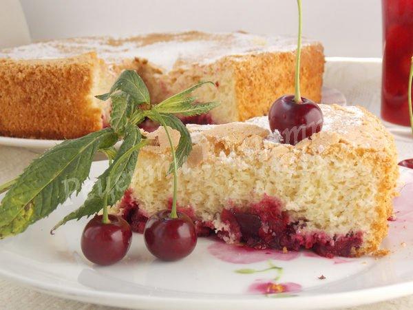 простий вишневий пиріг