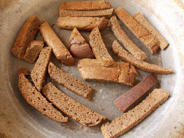 підсушуємо хліб