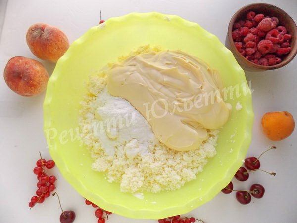 додаємо до сиру вершки та цукрову пудру