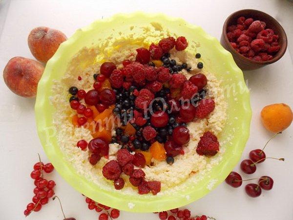 додаємо ягоди та фрукти
