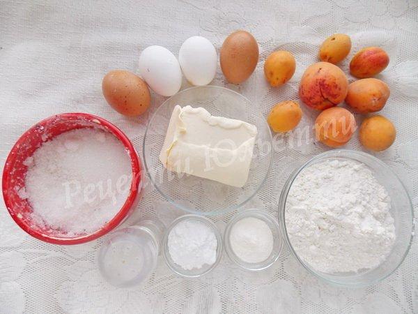 інгредієнти для пирога зі свіжими абрикосами