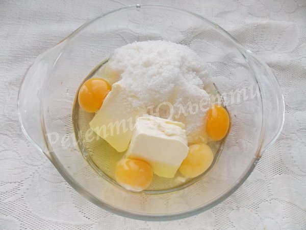 збиваємо цукор, масло та яйця