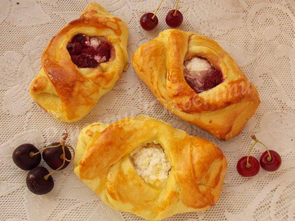 смачні малиново-сирні булочки