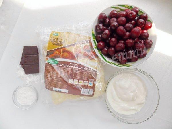 інгредієнти для вишневого торта з листкового тіста