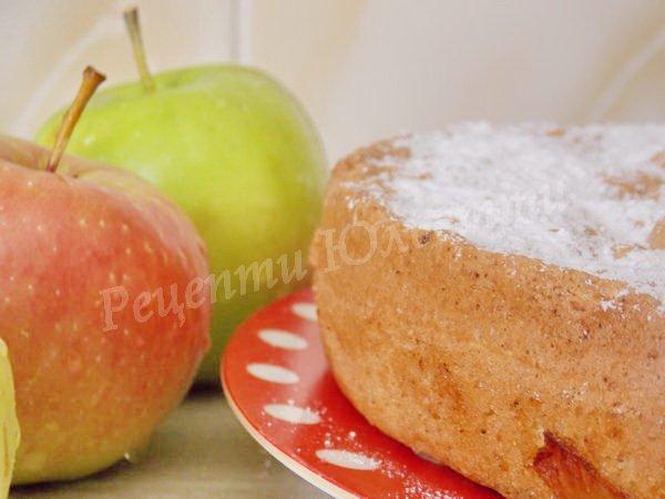 бісквітний пиріг з яблуками