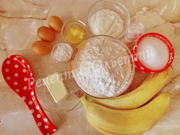інгредієнти для медового торта з бананами та сметанним кремом