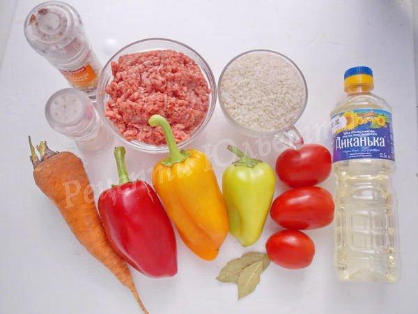 інгредієнти для болгарського перцю з рисом та фаршем