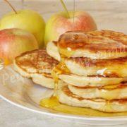 оладки з яблуками та медом