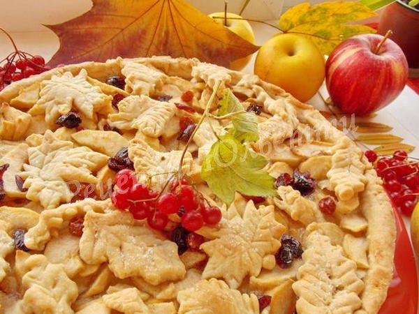 пиріг з яблуками та ягодами