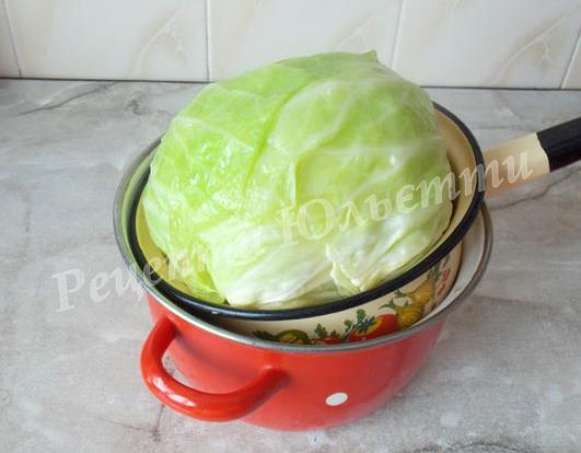 охолоджуємо та розбираємо капусту