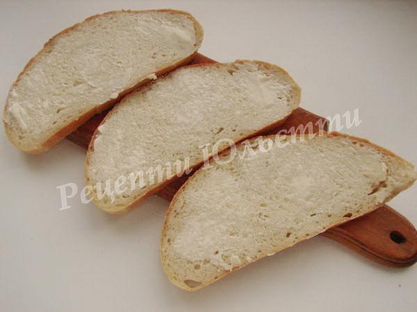 змащуємо хліб вершковим маслом