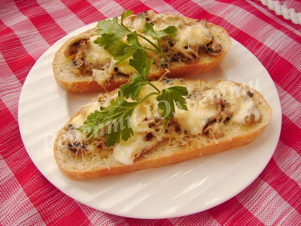 смачнющі гарячі канапки із грибами