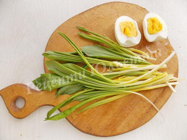 відварюємо вкруту кілька яєць