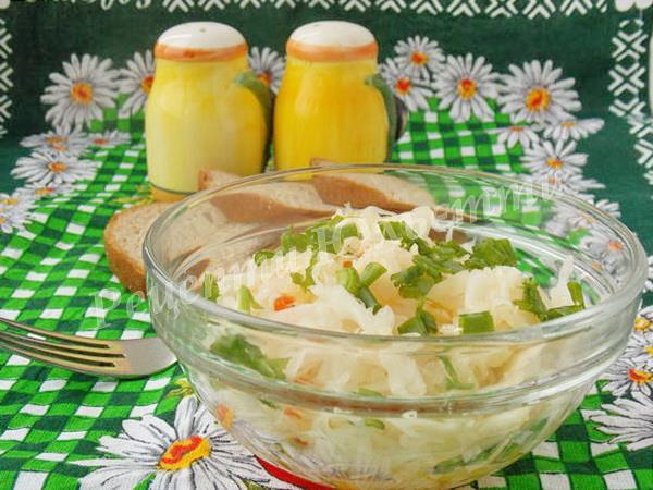 пісний салат з квашеної капусти