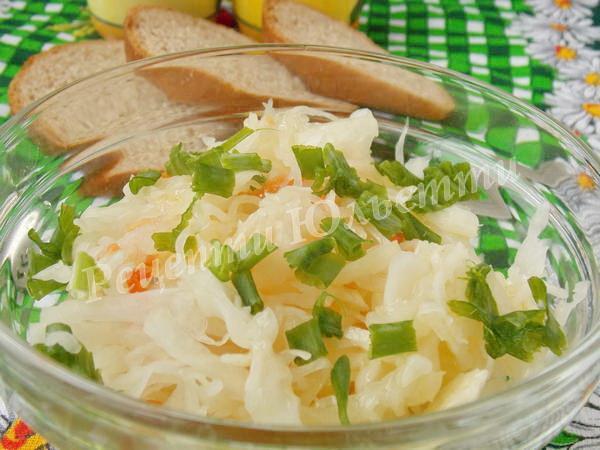 салат з квашеною капусти із яблуком