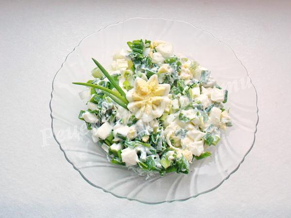 салат зелена цибуля з яйцем
