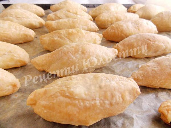 апетитні пиріжечки з курятиною