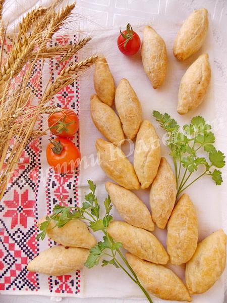 листкові пиріжки з курятиною