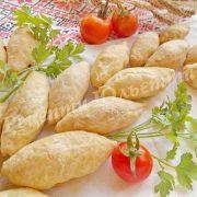 пиріжки з листкового тіста з куркою