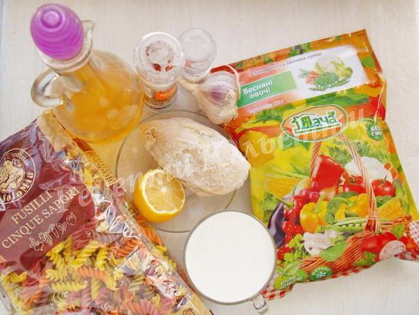 інгредієнти для макаронів з овочами