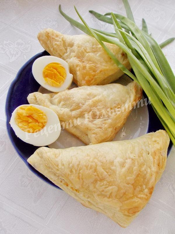 смачні пиріжки з яйцем та цибулею