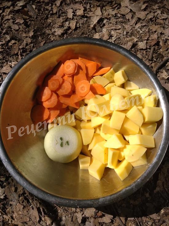 нарізаємо кубиками овочі
