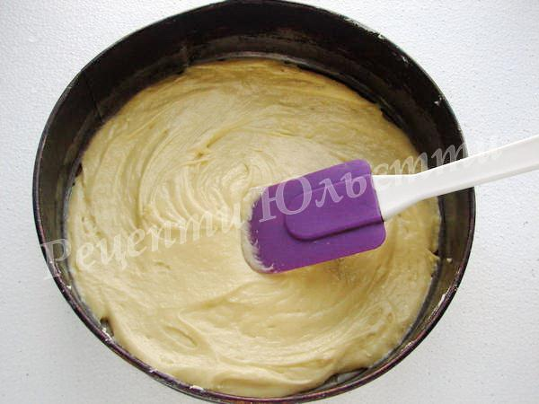 викладаємо тісто до форми