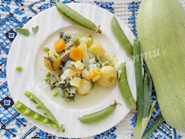 овочеве рагу з картоплі та кабачків