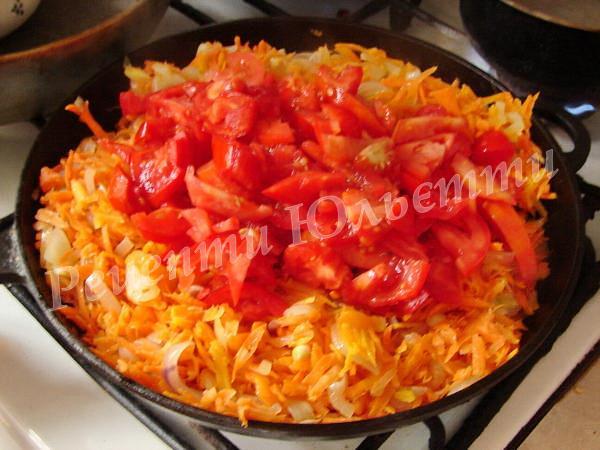 додаємо томати