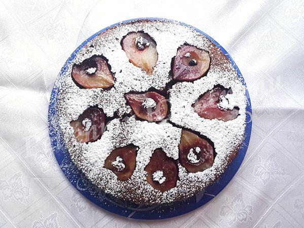 притрушуємо пиріг цукровою пудрою