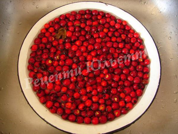 ретельно миємо ягоди глоду