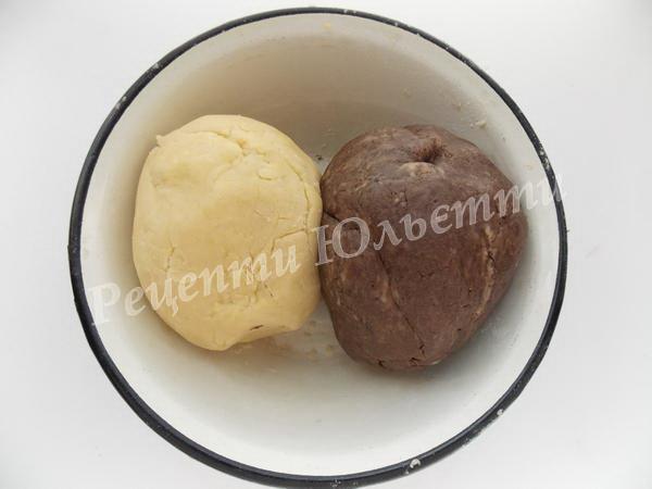 замішуємо біле та шоколадне тісто