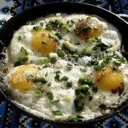 яєчня з салом