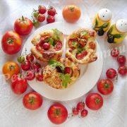 слойки з помідорами та моцарелою
